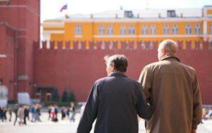 Пенсия в Москве в 2019 году: размер для работающих и неработающих пенсионеров, надбавки, изменения